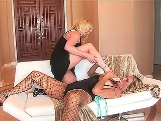 Two Hot Mature Lesbian Babes Are Heavily Into Feet Fun