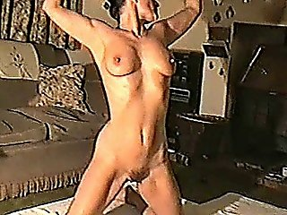 Yvonne Oils Her Naked Body