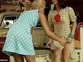 Chary Kiss & Madlin Moon