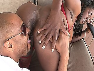 Chubby Black Babe Sucking Chocolate Dick And Getting Fucked Hard