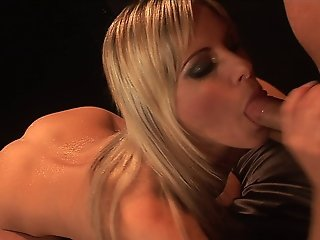Blonde Slut Courtney Simpson Sucking Dick And Getting Fucked Hard
