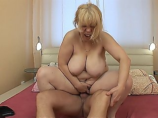 Chubby Mature Babe With Big Tits Takes It Up The Ass