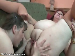 Nasty fat whore gets her pussy licked