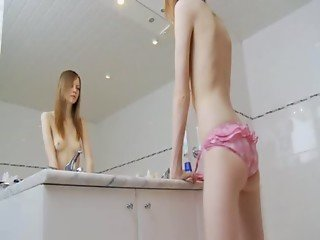 fine sknny girl teasing for mirror
