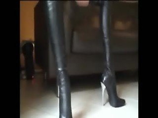 Stella Van Gent In Leather Short And Leather Boots