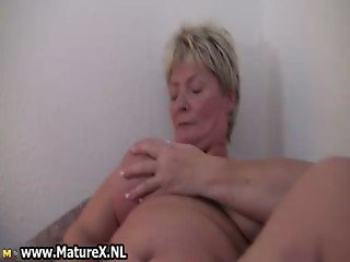 Dirty mature housewife spreads