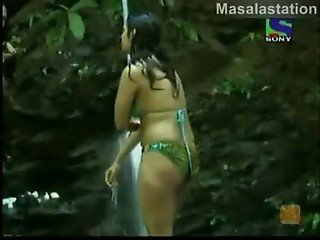Kashmira Shah in Jungle