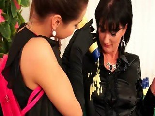 Lesbo hotties get messy for eachother