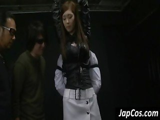 Asian slave gets tied up