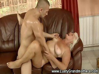 Old amateur grandma riding a dick