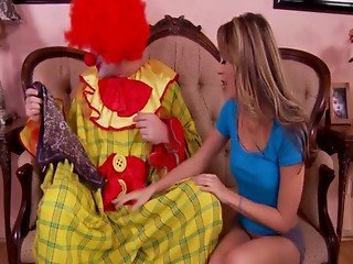 Young hottie sucking off clown