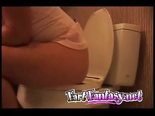 Farting on the toilet seat