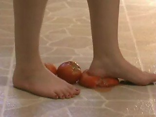 Foot Fetish - Sexy feet crushing tomatoes