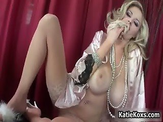 Blonde pornstar Katie Kox stuffs her big
