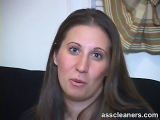 Showing off how an ass cleaner cleans her ass hole