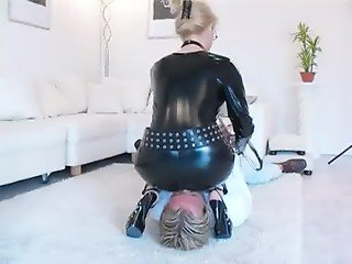 Femdom - Nicole, Set 01 (smother.de) [Facesitting Smothering][German]