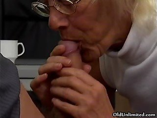 Blonde grandma sucking of a lucky young
