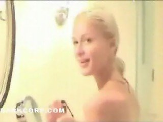 Paris-Hilton-Shower
