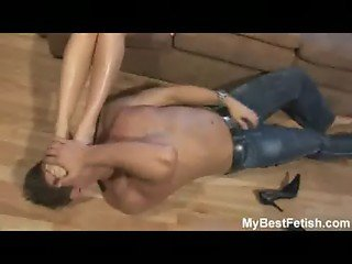 Hot mistress gets is toes licked