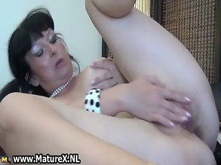 Fat mature wife loves to stick her own