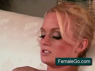 Sex appeal round assed chick spreads long legs wide open