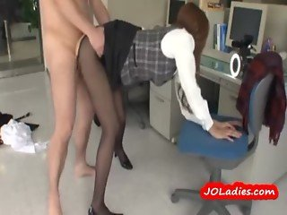 Office Lady In Pantyhose Fucked Riding On Guy Cock In The Office