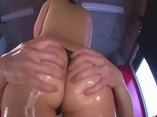 [Part 1][IPTD 634] Kuroki Ichika - The Ultimate Ass - Cute Japanese Babe Got Oiled and Gives Assjob