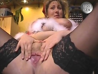 German BBW poses and pees - Venality Productions