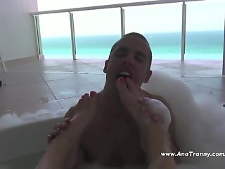 Ana Mancini in the jacuzzi with Sebas