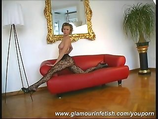 Glamour Babe Reka in fetish outfit