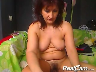 Old granny fucks herself on private cam