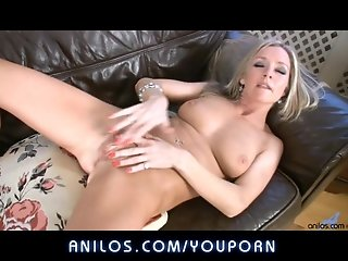 Cougar pleases wet hairy cunt