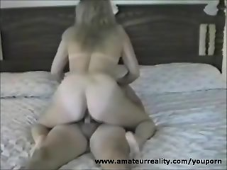 Mature Amateur housewife gets a creampie