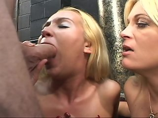 Two blondes give double blowjob