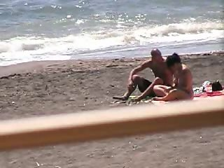 Spy amateur couple hj , bj on beach