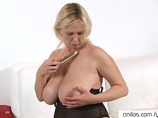 Plump housewife toys wet twat