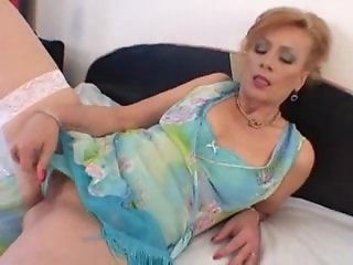 Gorgeous, perfect mature slut gets fucked