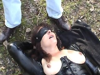 Slutwife gets cumshots in a public park