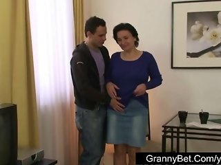 Nasty granny gets her hairy hole plowed