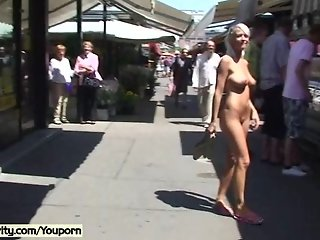 Vanessa - Naked Babe Has Fun In Public