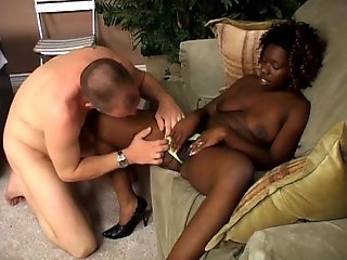 Afro-American Queen sucks big dick