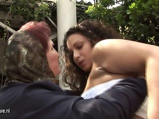 Amateur old mom licking hot young girl