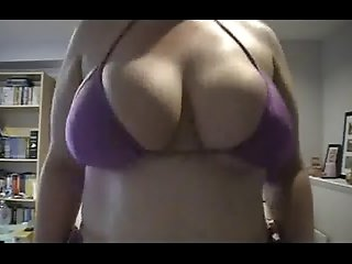 BBW - Jumping in a small Bikini (short)