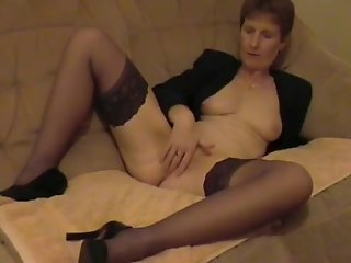 Amateure mature uk wife mastrubating