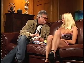 Young model flashes her tits to old movie producer