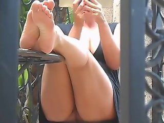 Sexy Voyeur Toes and Soles