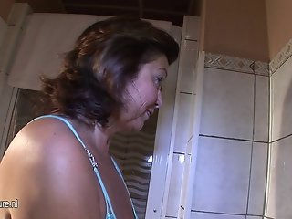 Amateur mature cunt playing with her pussy
