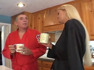BLONDE TEEN AND MOM FUCK DAD...usb