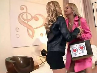 Two Lesbian Blonde Teens Fucks Each Others
