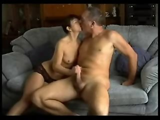 Husband And Wife Have A Quick Fuck On The Couch !